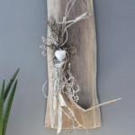 WD66 - Wanddeko aus altem Holz! Altes Eichenbrett, natürlich dekoriert mit Materialien aus der Natur und einem Ornamentherz! Kann auch waagrecht angebracht werden! Preis 49,90€