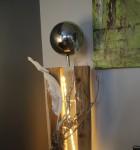 GS23 - Große exclusive Dekosäule! Gespaltene Säule aus altem Holz, natürlich dekoriert mit einer großen und kleinen Edelstahlkugel! Preis 149,90€ - Aufpreis für Beleuchtung 10€