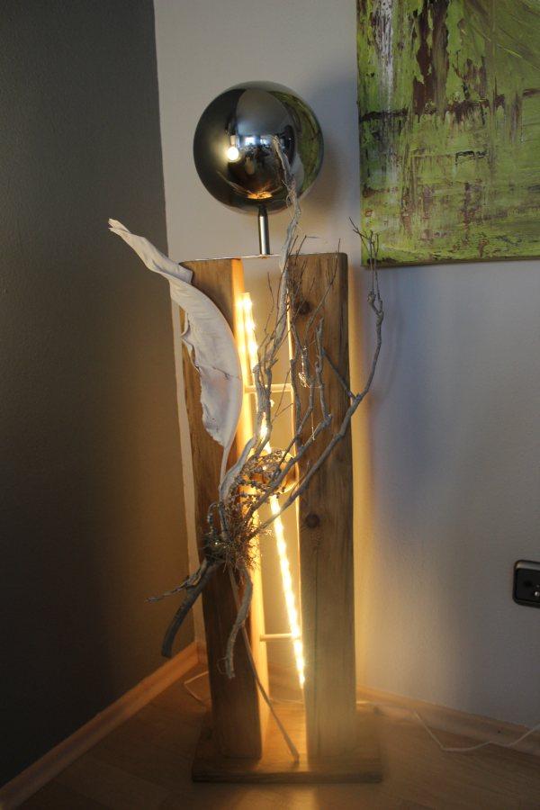 GS23 - Große exclusive Dekosäule! Gespaltene Säule aus altem Holz, natürlich dekoriert mit einer großen und kleinen Edelstahlkugel! Preis 169,90€ - Aufpreis für Beleuchtung 10€