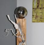 GS31 - Große Exclusive Dekosäule! Säule aus altem Holz, natürlich dekoriert mit einer großen Edelstahlkugel und einem Edelstahlherz! Preis 129.90€