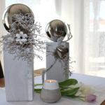 KL59 - Holzsäulen dekoriert mit natürlichen Materialien, Edelstahlkugeln, Holzblume oder Edelstahlherz! Säule groß 44,90€ Höhe ca.35cm Säule klein 39,90€ Höhe ca.30cm Betonteelicht 3,90