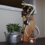 KL20 - Kleine Dekosäule aus altem Holz! Säule aus altem Holz, natürlich dekoriert mit einer Edelstahlkugel und einem Herz! Preis 49,90€ - Preis Teekanne bepflanzt 11,90€ - Preis Frosch 7,90€