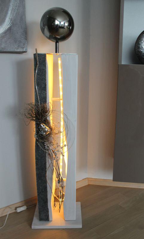 GS70 - Große gespaltene Säule, dekoriert mit einer großen Edelstahlkugel,natürlichen Materialien, Filzband und einem Frosch! Höhe ca 105cm, Preis 119,90 - mit Beleuchtung 129,90€