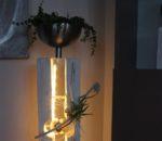 GS94 - Große gespaltene Säule mit schwebender Edelstahlkugel! Größe Dekosäule weiß gebeizt, dekoriert mit natürlichen Materialien, einer künstlichen Sukkulente und einer Edelstahlschale zum bepflanzen! Preis 139,90€ Aufpreis Beleuchtung 10,00€ Höhe ca 100cm