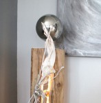 GS42 - Große exclusive Dekosäule! Große gespalten Säule aus altem Holz, dekoriert mit natürlichen Materialien und zwei Edelstahlkugeln! Höhe ca 120cm - Preis 149,90€ - Aufpreis für Beleuchtung 10€