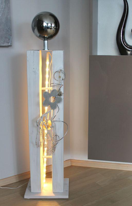 GS100 - Große Dekosäule für Innen und Aussen! Große gespaltene Holzsäule weiß gebeizt, dekoriert mit Materialien aus der Natur, einer kleinen und großen Edelstahlkugel und einer Betonblume! Preis 119,90€ Mit Beleuchtung 129,90€ Höhe ca. 105cm