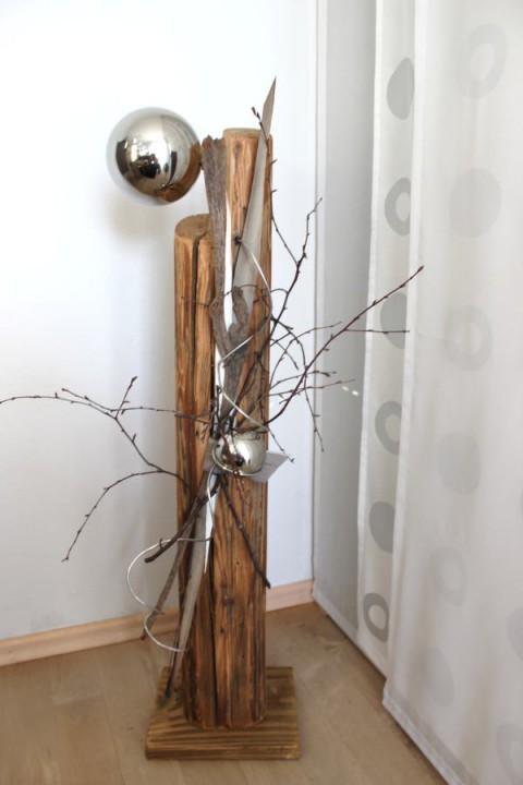 GS06 – Dekosäule für Innen und Aussen! Säule aus altem Holz, natürlich dekoriert mit einer großen und kleine Edelstahlkugel! Preis 89,90€