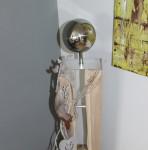 GS28 - Große Dekosäule für Innen und Ausse! Gebeizt und natürlich dekoriert mit einer großen und kleinen Edelstahlkugel, Filzhirsch und einem Metallherz! Preis 119,90€