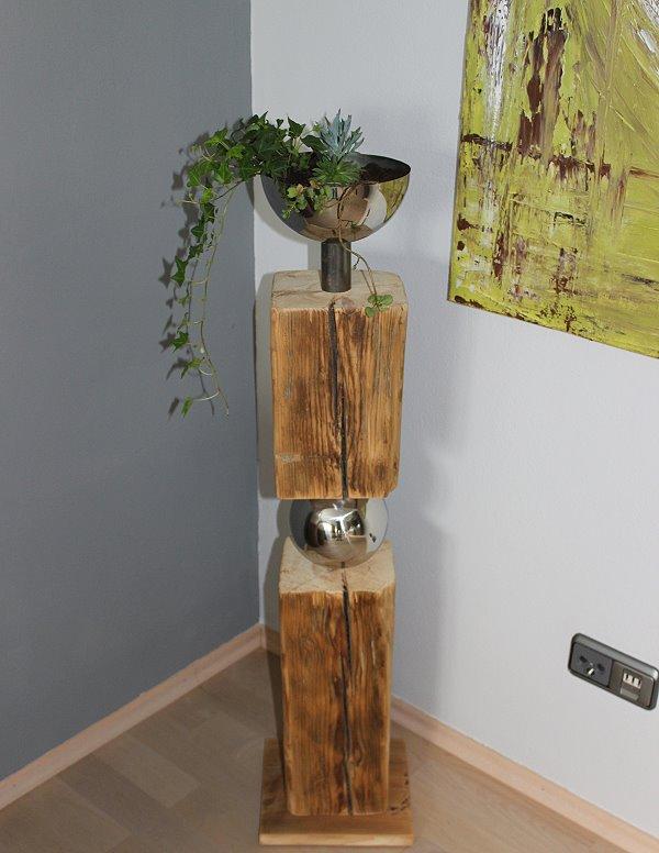 GS03 – Exklusive Dekosäule! Altes Holz zweigeteilt, verbunden mit einer Edelstahlkugel! Dekoriert mit einer Edelstahlschale zum bepflanzen! Preis 149,90€