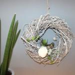 TK9 - Lärchenkranz als Tür oder Wanddeko! Kranz aus Lärchenzweigen, weiß gekalkt und natürlich dekoriert mit einem Vogel, künstlichen Sukkulenten und einer Filzrose! Preis 34,90€