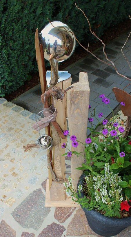 GS09 – Zweiteilige Säule für Innen und Aussen! Holzsäule gespalten, natürlich dekoriert mit einer Edelstahlkugel auf Chromfuß und einem Edelstahlherz! Preis 99,90€