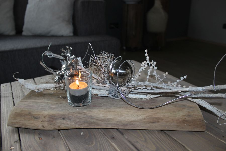 TD48 - Zeitlose Tischdeko! Altes Eichenbrett natürlich dekoriert mit einem Teelichtglas, Edelstahlkugel und einem Froschkönig! Preis 49,90€