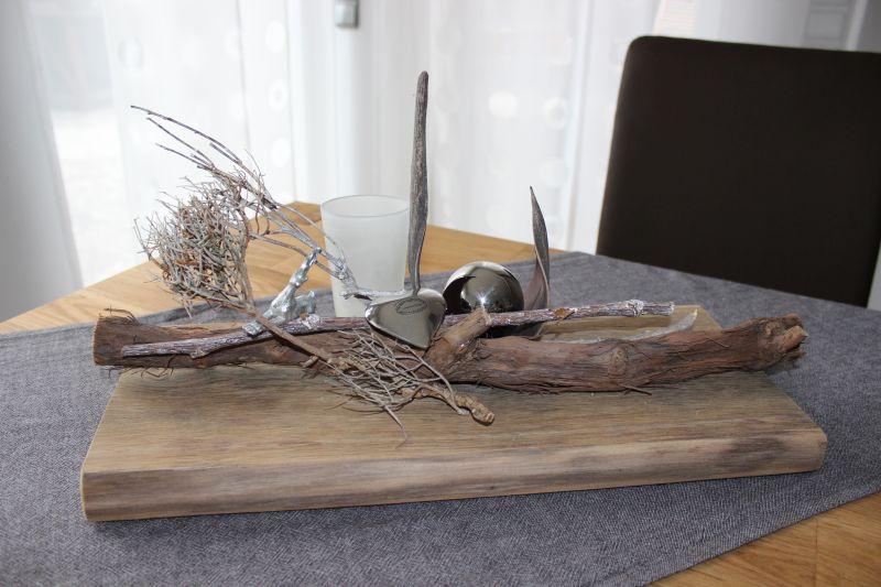 TD38 – Tischdeko aus altem Eichenholz! Natürlich dekoriert mit einem Kokosblatt, Edelstahlkugel, Edelstahlherz, kleinem Hirschen und einem Teelichtglas! Preis 49,90€