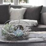 TD50 - Edle Tischdeko! Großes Kokosblatt, weiß gebeizt, natürlich dekoriert mit einer Edelstahlkugel und zwei künstlichen Sukkulenten! Länge ca 85cm - Preis 49,90€