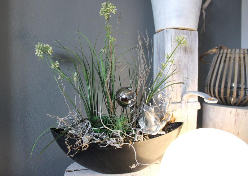 TD177 - Schale bepflanzt mit künstlichen Sukkulenten, Schafgarbe und Gräser,natürlichen Materialien und einer Edesltahlkugel! Preis 39,90€ Breite ca. 40cm Frosch 6,90€