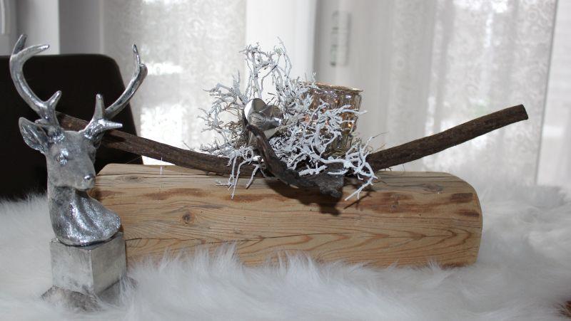 TD186 - Tischdeko aus altem Holz, dekoriert mit natürlichen Materialien, einem Edelstahlherz und Teelichtglas. Preis 64,90€ Breite 40cm, Hirschbüste 14,90€