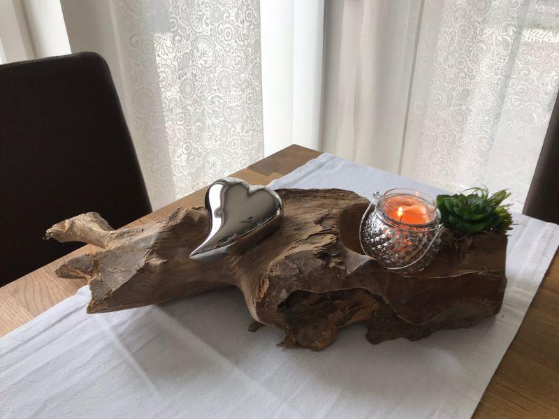 TD192 - Teakholzwurzel dekoriert mit künstlichen Sukkulenten, einem silberfarbigen Herz! Preis 44,90€ - Preis OHNE Teelicht