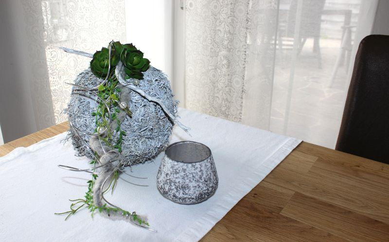 TD132 - Tisch, Wand, Fenster oder Türdeko! Kunstmooskugel dekoriert mit Filzbändern, Aludraht und künstlichen Sukkulenten! Preis 34,90€ Durchmesser ca. 20cm