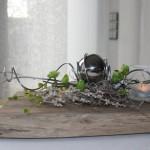 TD130 - Zeitlose Tischdeko! Altes Eichenbrett thermisch behandelt, dekoriert mit künstlichen Sukkulenten, natürlichen Materialien , Edelstahlkugel und einem Teelichtglas! Preis 49,90€ Breite ca 30cm