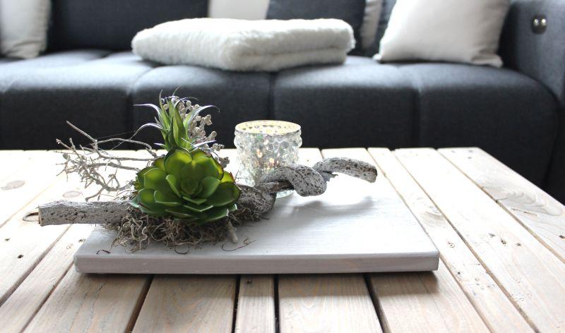 TD163 - Zeitlose Tischdeko! Holzbrett weiß gebeizt, dekoriert mit natürlichen Materialien und künstlichen Sukkulenten! Preis 34,90€ Größe 20x30cm Preis ohne Teelicht!
