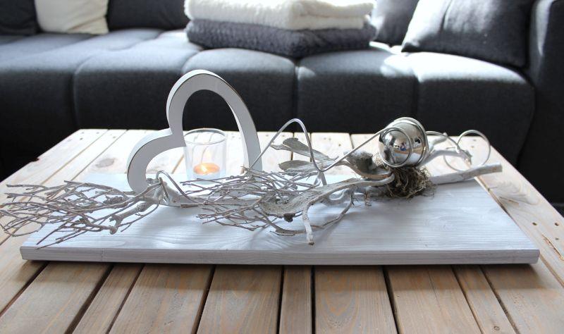 TD165 - Zeitlose Tischdeko! Holzbrett weiß gebeizt, dekoriert mit natürlichen Materialien, Holzherz, Teelichtglas und Edelstahlkugel! Preis 44,90€ Grüße 20x60cm
