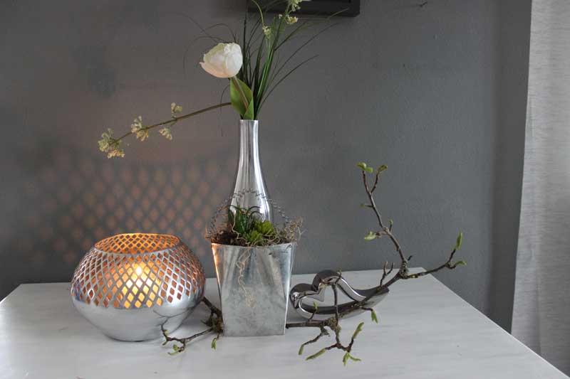 TD208 - Vase Metall 29,90€ Höhe 30cm Tasche aus Metall bepflanzt mit künstlichen Sukkulenten Preis 8,90€ Größe 13 x8,5cm