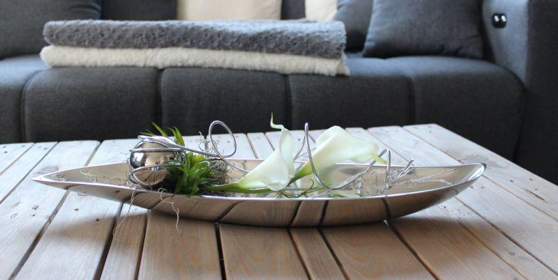 TD204 - Zeitlose Deko für Tisch oder Sidebord! Silberfarbige Metallschale, dekoriert mit natürlichen Materialien, künstlichen Sukkulenten und Calls, Edelstahlkugel und Aludraht! Preis 49,90€ Breite 46cm