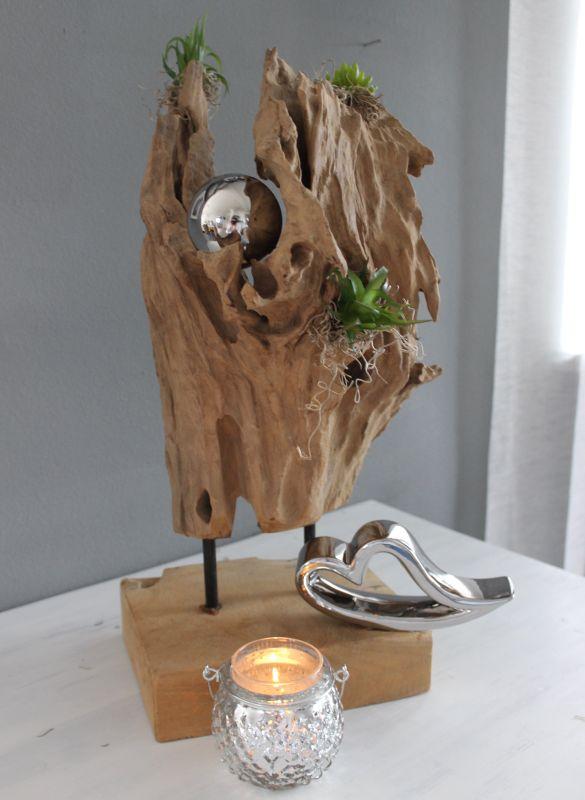 TD200 - Teakholzstanddeko, dekoriert mit einer Edelstahlkugel, künstlichen Sukkulenten und Kunstmoos! Preis 74,90€ Preis ohne Deko 64,90€ Höhe ca. 45cm