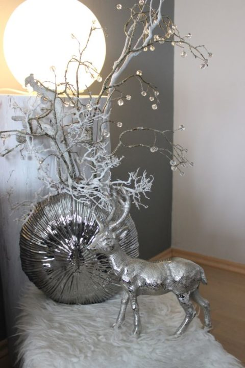 TD182 - Edle Keramikvase silberfarbig! Preis 34,90€ Größe 25x25cm Metallhirsch Preis 39,90€ Höhe ca 30cm Schmuckzweig Höhe ca. 55cm 9,90€ Höhe ca. 95cm 15,90€