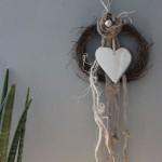 TK7 - Kleiner Wand oder Türkranz! Kleiner Rebenkranz dekoriert mit einem großem Edelstahlherz, Filzblume und Filzbändern! Preis 19,90€