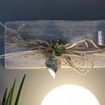 WD45 - Edle Wanddeko aus altem Holz! Altes Holz weiß gebeizt, dekoriert mit Materialien aus der Natur, einem großem Edelstahlherz, einer künstlichen Sukkulente und einem Teelichthalter aus Edelstahl! Preis 59,90€