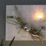 WD93 - Außergewöhnliche Wanddeko! Holzbrett, weiß bebeizt, dekoriert mit natürlichen Materialien, Edelstahlkugel, künstlichen Sukkulenten und einem Teelichtglas! Preis 39,90€ Größe 40x30cm