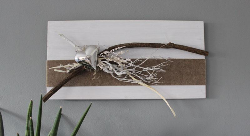WD117 - Zeitlose Wanddeko! Holzbrett weiß gebeizt, natürlich dekoriert mit Filzband, einem Edelstahlherz und natürlichen Materialien! Preis 64,90€ Größe 60x30cm Auch waagrecht erhältlich!
