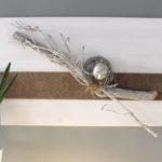 WD112 - Zeitlose Wanddeko! Holzbrett weiß gebeizt, natürlich dekoriert mit Filzband, einer gebürsteten Edelstahlkugel und natürlichen Materialien! Preis 59,90€ Größe 60x40cm Auch senkrecht erhältlich!
