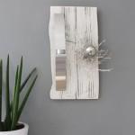 WD94 - Natürlich, edle Wanddeko aus altem Holz! Altes Holzbrett, thermisch behandelt und weiß gebeizt, dekoriert mit natürlichen Materialien, einer Edelstahlleiste die als Teelichthalter oder Vase dient und einer Edelstahlkugel! Preis 49,90€ Größe ca 25