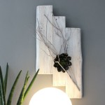 WD97 - Zeitlose Wanddeko! Altes Holzbrett in drei Teilen, aufgearbeitet und weiß gebeizt, dekoriert mit einem gebeizten Ast und einer künstlichen Sukkulente! Preis 49,90€ Größe 30x65cm