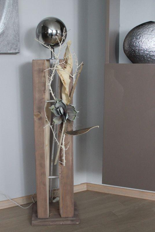 GS82 - Große Dekosäule für Innen und Aussen! Große gespaltene Holzsäule cappuccinofarbig gebeizt, dekoriert mit Materialien aus der Natur, einer künstlichen Sukkuklente und einer großen Edelstahlkugel! Preis 119,90€ Mit Beleuchtung 129,90€ Höhe ca 105cm