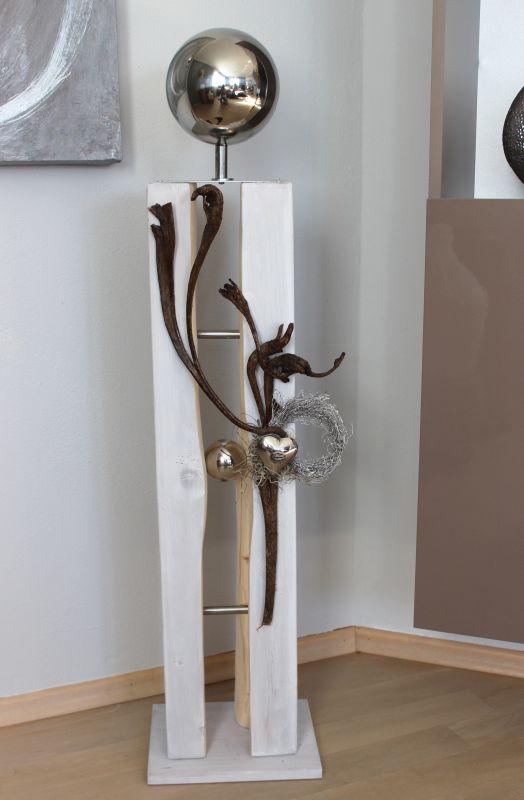 GS83 - Große Dekosäule für Innen und Aussen! Große gespaltene Holzsäule weiß gebeizt, dekoriert mit Materialien aus der Natur, einer kleinen und großen Edelstahlkugel und einem Edelstahlherz! Preis 119,90€ Mit Beleuchtung 129,90€ Höhe ca. 105cm