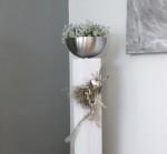 GS85 - Große Säule für Innen und Aussen! Große Säule aus neuem Holz weiß gebeizt, dekoriert mit natürlichen Materialien, einem Edelstahlherz und einer Edelstahlschale zum bepflanzen! Preis ohne Pflanze 84,90€ Höhe ca 100cm