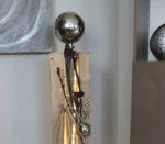 GS90 - Große Dekosäule für Innen und Aussen! Große gespaltene Holzsäule cappuccinofarbig gebeizt, dekoriert mit Materialien aus der Natur, einer kleinen und großen Edelstahlkugel! Preis 119,90€ Mit Beleuchtung 129,90€ Höhe ca 105cm