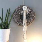 TK24 - Tür oder Wandkranz! Gekalkter Weidenkranz, dekoriert mit natürlichen Materialien, Bändern, einer Filzrose und Aludraht! Preis 39,90€ Durchmesser 40 cm