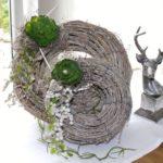 TK27 - Weiß gekalkter Weidenkranz, dekoriert mit natürlichen Materialien und künstlicher Sukkulente! Preis 19,90€ Durchmesser 20cm Preis 29,90€ Durchmesser 30cm
