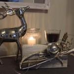 TD11 - Holzblock als Tischdeko! Altes Holz behandelt, gebeizt und weiß gebürstet! Dekoriert mit Materialien aus der Natur, Edelstahlkugel und einer Kerze im Glas! Preis 39,90€