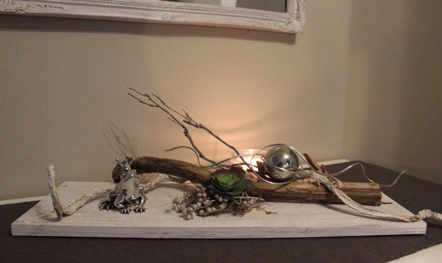 TD27 - Exclusive Tischdeko! Holzbrett gebeizt und weiß gebürstet, dekoriert mit einer Sukkulente und Edelstahlkugel! Breite 60cm - Preis 44,90€