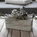 TD43 - Holzblock als Tischdeko! Altes Holz bebeizt, natürlich dekoriert mit einer Edelstahlkugel und Froschkönig! Preis 44,90 € Holzblock - Preis 7,90 € Froschkönig