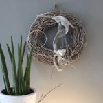 TK3 - Tür oder Wandkranz! Weiß gekalkter Rebenkranz, natürlich dekoriert mit Bändern und einem Edelstahlherz! Preis 34,90€