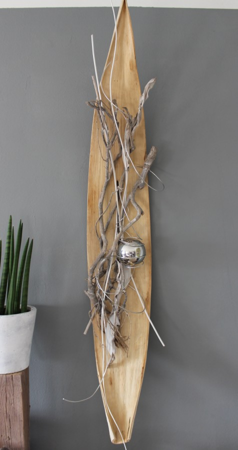 WD24 - Großes Kokosblatt als Wanddeko! Großes Kokosblatt, natürlich dekoriert mit einer großen Edelstahlkugel! Größe ca140cm, kann waagrecht und senkrecht angebracht werden! Preis 79,90€