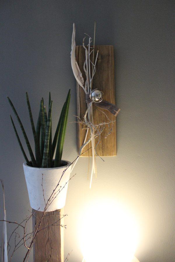 WD29 - Altes Eichenholz als Wanddeko! Altes Holz bearbeitet und natürlich dekoriert mit einer Edelstahlkugel! Höhe ca 55cm - Preis 55,90€