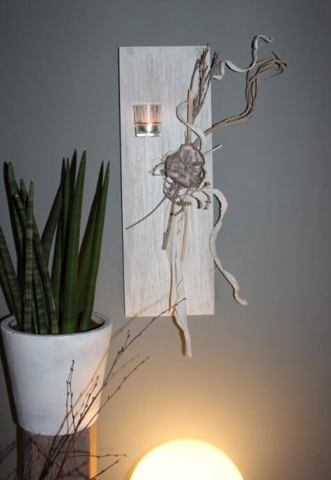 WD31 - Außergewöhnliche Wanddeko! Holzbrett, bebeizt und weiß gebürstet, dekoriert mit natürlichen Materialien, und einem Teelichtglas! Preis 29,90€