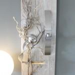 WD36 - Elegante Wanddeko! Neues Holz gebeizt und weiß gebürstet, natürlich und edel dekoriert mit einer Edelstahlkugel und einer Edelstahlleiste die als Teelichhalter und Vase verwendet werden kann! ( Reagenzglas) Größe 30x100cm - Preis 74,90€